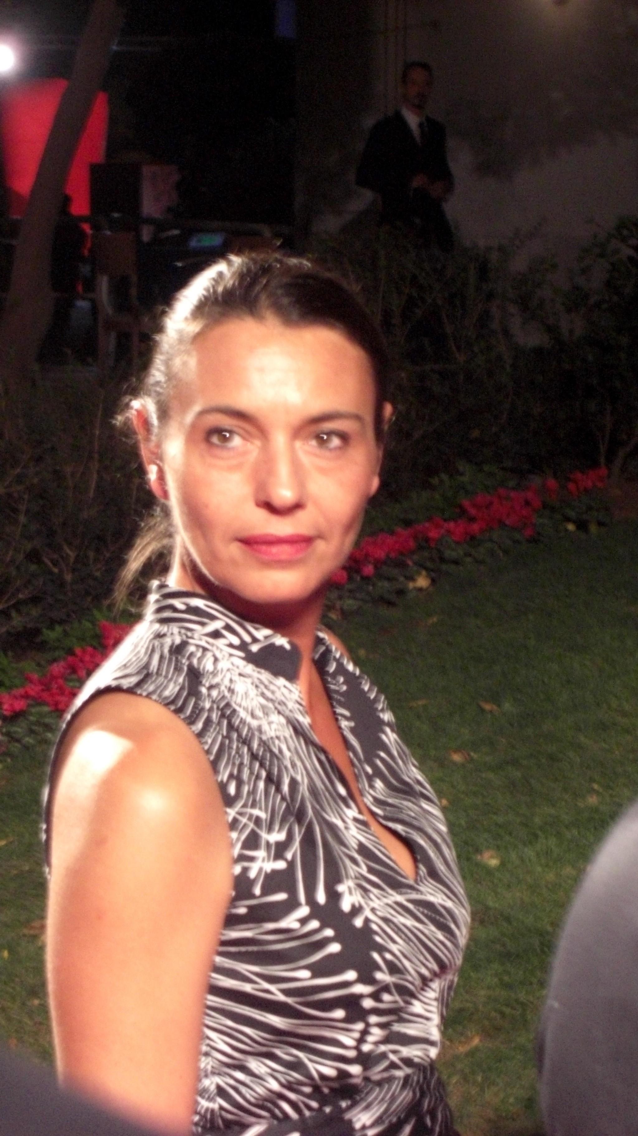 Claire Agnès Lajoumard, co-productrice du film, sur le tapis rouge avant a projection officielle à la Mostra. ©Arnaud Soulier